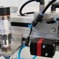 Kombination pneumatischer Mess- und Regeltechnik