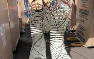 Bild Polymer-Compound-Wärmespeicher: Vorkonfektionierte PE-Xa-Helix der Fa. REHAU AG & Co. am Deckel montiert