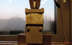 Bild Grundlagenuntersuchungen zur Sinterbildung: Prüfgerät zur Ermittlung der Druckfestigkeit