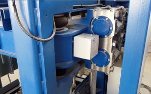 Bild VibMonitoring: Aufnahme einer Sendeeinheit an einer Vibrationsmaschine