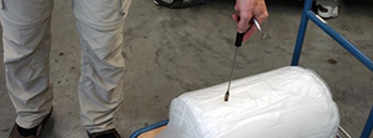 Bild Befüllverfahren Viskopress: Folienbeutel mit Vaseline gefüllt