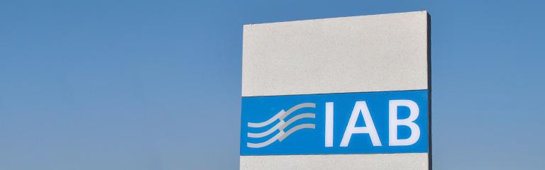 Bild IAB Weimar Logo Stehle