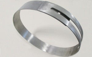 Bild Muffenfix: optimiertes Spannband zur Fixierung einer elastischen Dichtmanschette