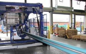 Bild KKS-Liner: PE-Liner und Gewebeband unmittelbar vor dem Aufwickeln auf die Transporttrommel