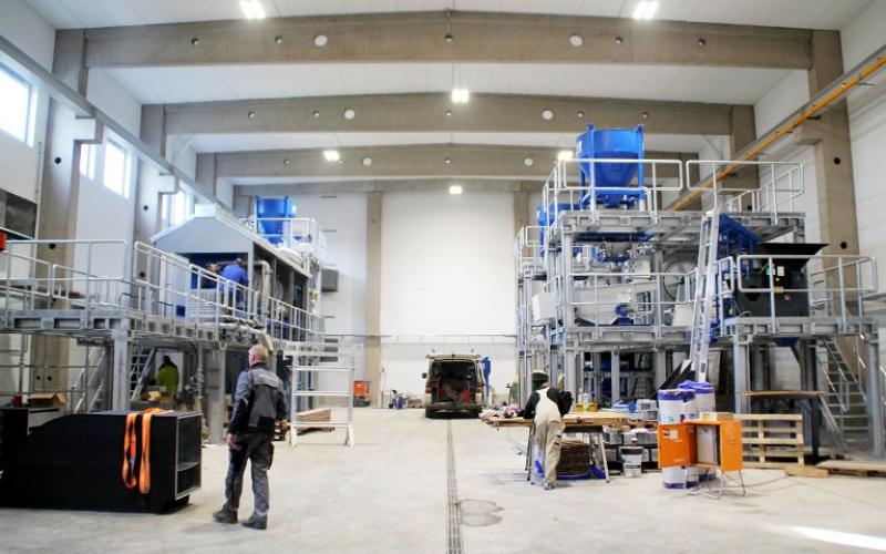 IAB Recycling-Technikum: Innenbereich der Forschungshalle (Februar 2019)