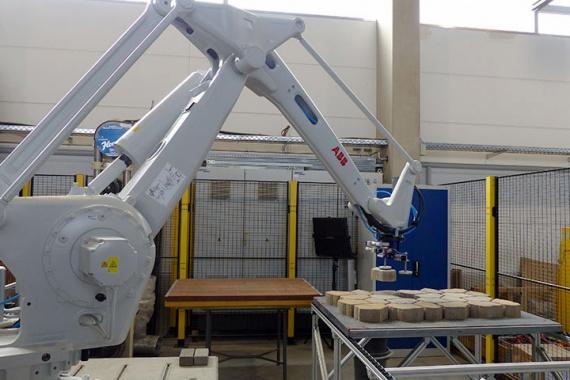 Bild Automatisiertes Qualitätssicherungssystem für die Betonsteinfertigung (QSS): direkte maschinelle Aussortierung mangelhafter Betonsteine mit dem QSS