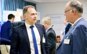 Bild OB Peter Kleine und Dr. Thomas Pritzkow (WVZV-Werksleiter) im Gespräch