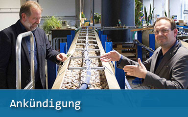 Bild Dr. Ulrich Palzer mit Jan Glowig am Sinterversuchsstand des IAB Weimar